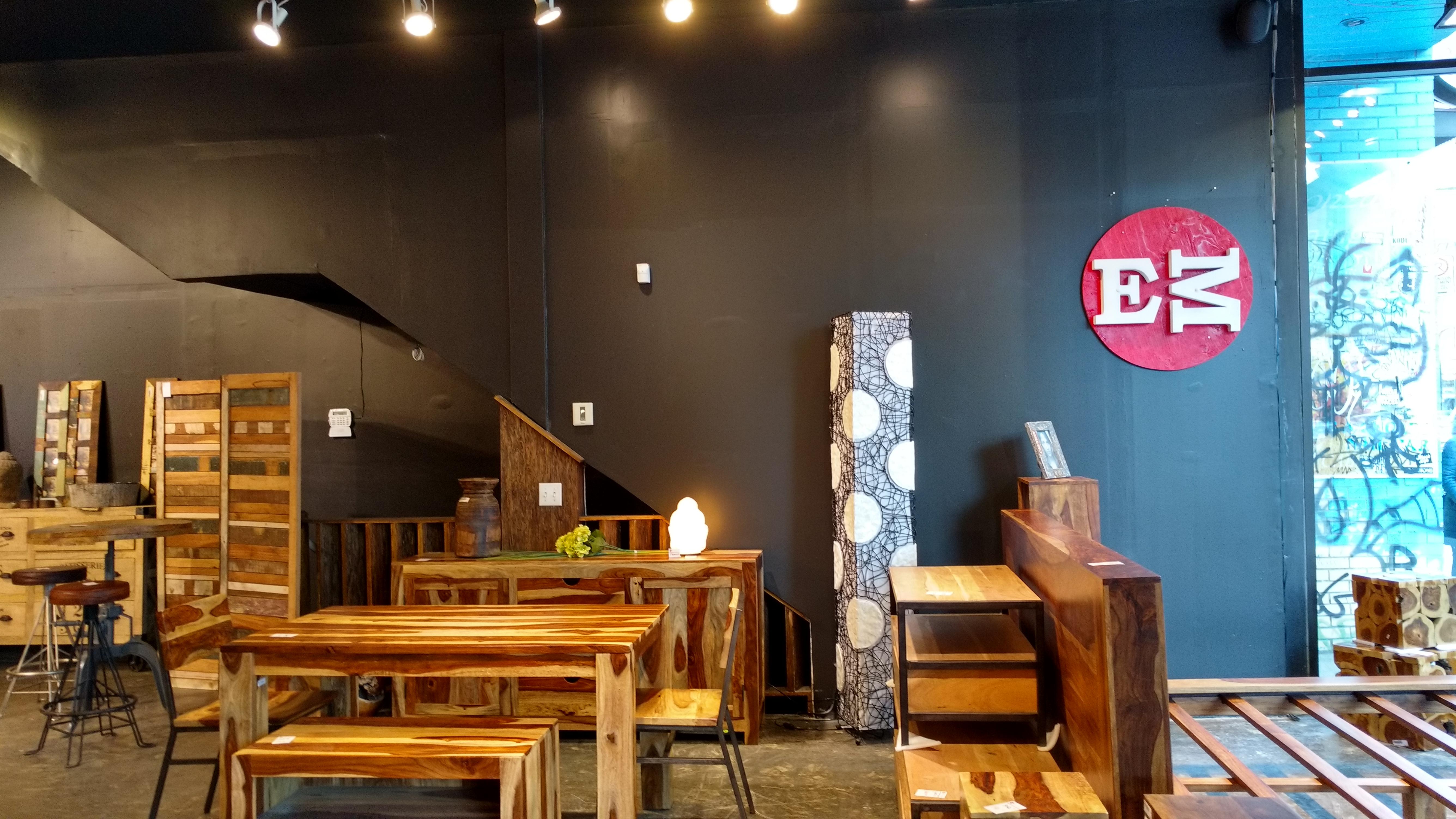 Exotik mobilier sdbsl boulevard saint laurent for Entrepot de meuble montreal